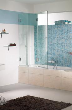 Duschabtrennung aus Glas für eine Badewanne
