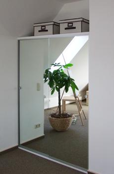 Schrank mit Spiegeltüren