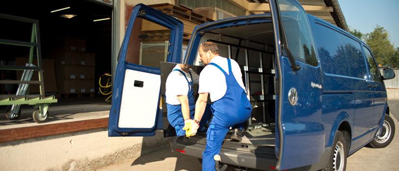 Lipfert Transporter wird mit einem Spiegel beladen