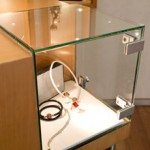 Glasvitrine Glashaube in UV-Klebetechnik